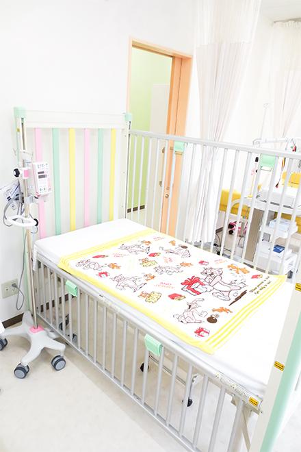もり小児耳鼻咽喉科クリニック 小児用ベッド